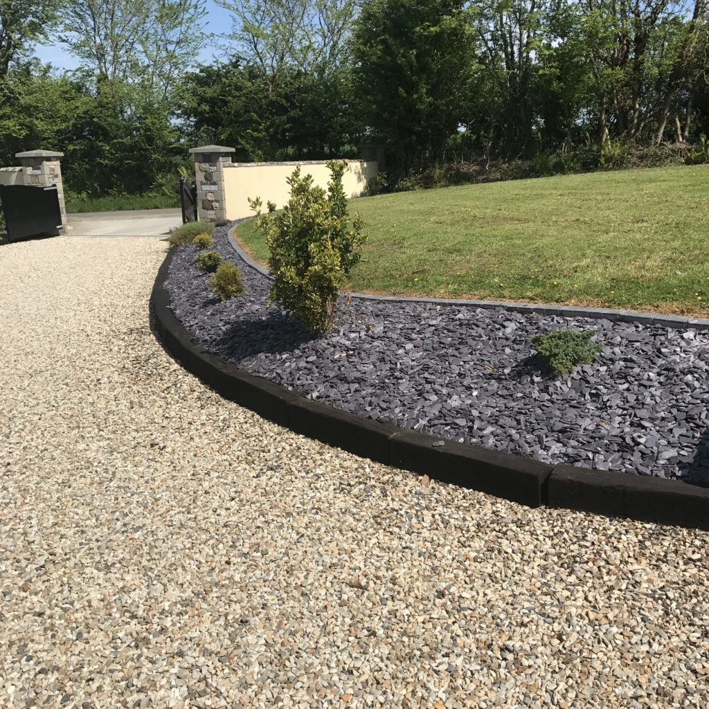Blue Slate Mulch 50mm, Golden Flint 20mm