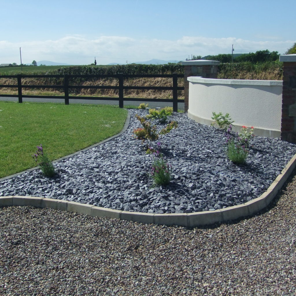 Blue Slate Mulch 50mm, Plum Mix 14mm